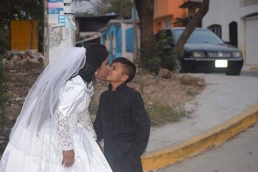 صبي يتزوج من امرأة بالغة