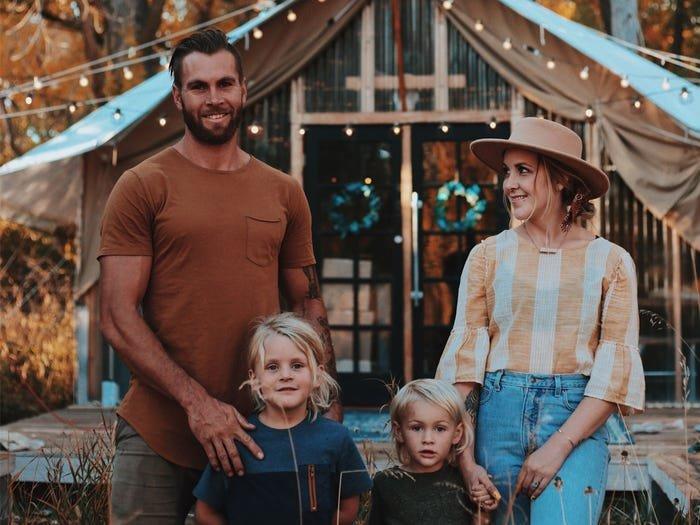 أسرة من أربعة أفراد يقطنون خيمة 28 متر مربع
