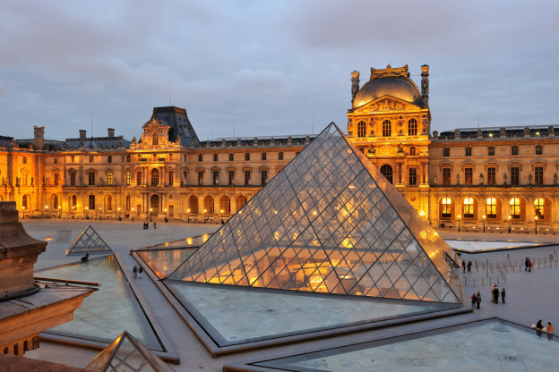 متحف اللوفر : مناطق سياحية في باريس