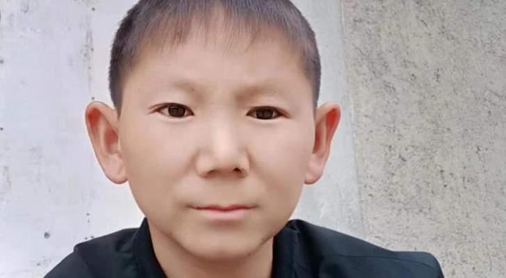 شاب في جسد طفل صغير