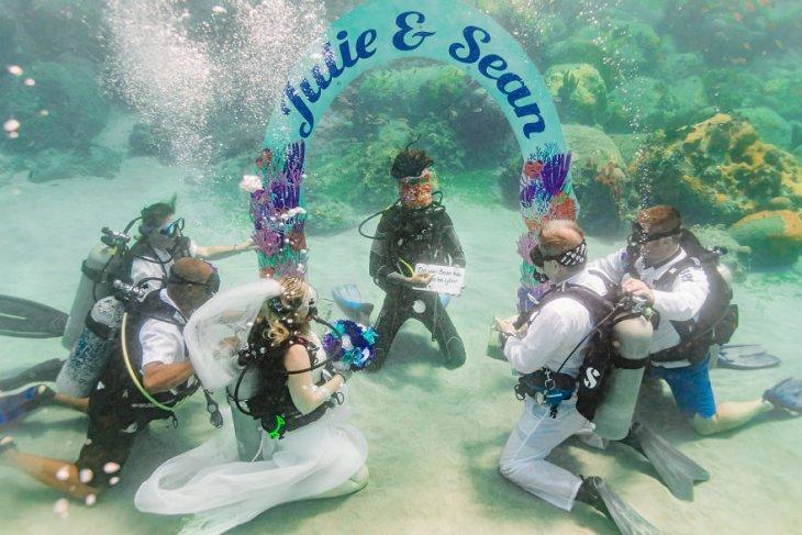 حفل زفاف تحت الماء