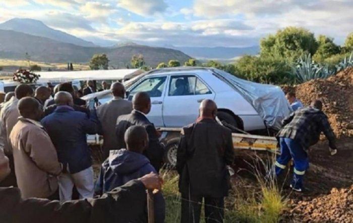 دفن سياسي من جنوب إفريقيا